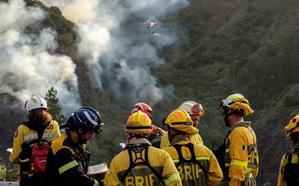 «Pasa la vida...»: el emotivo homenaje de Pérez-Reverte a los «héroes» del incendio de Gran Canaria