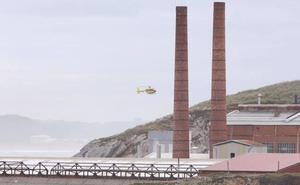 Interrumpen la búsqueda de la mujer que cayó al mar en Castrillón
