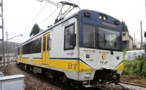 El tren Oviedo-Santander, obligado a parar en Llanes por falta de combustible diésel