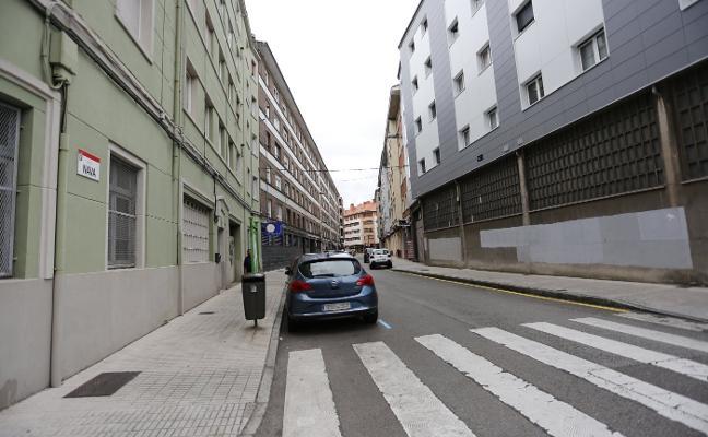 Ataca a un cuponero en Gijón y le causa cortes para llevarse 1.100 euros