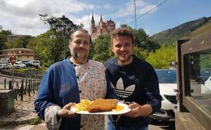 El actor Adam Jezierski cata el mejor cachopo de España