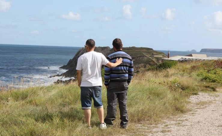Rastreo sin éxito en la costa de Castrillón para encontrar a Dévora Salas