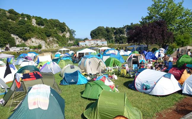 La acampada de Piragües en Ribadesella, bajo mínimos históricos