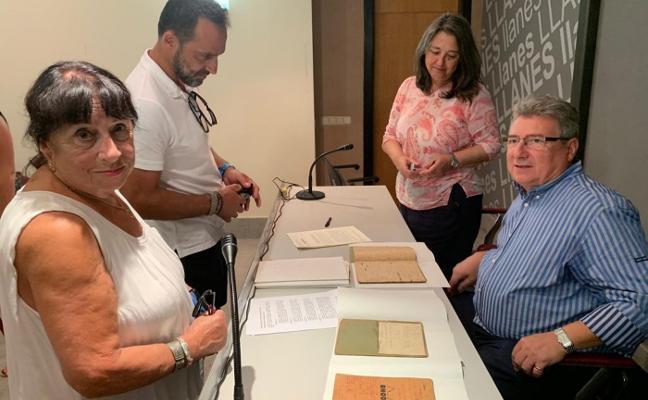 La familia De Diego cede a Llanes varios manuscritos de Celso Amieva