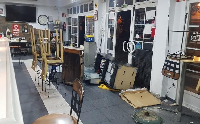 Revienta la tragaperras de una cafetería de la Losa y se lleva 500 euros