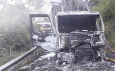 Un incendio calcina un camión en Lena