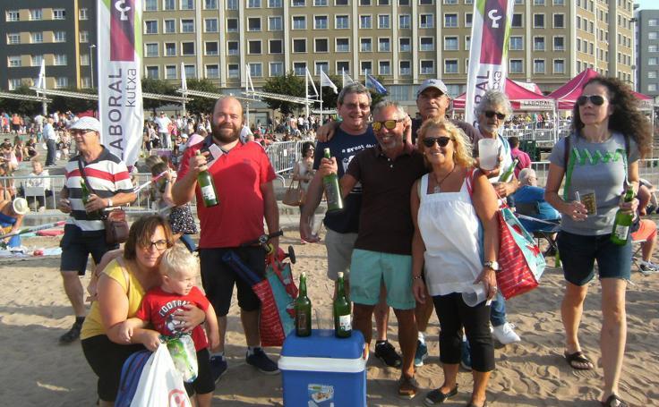 ¿Estuviste en el récord mundial de escanciado de sidra de Gijón? ¡Búscate! (3)