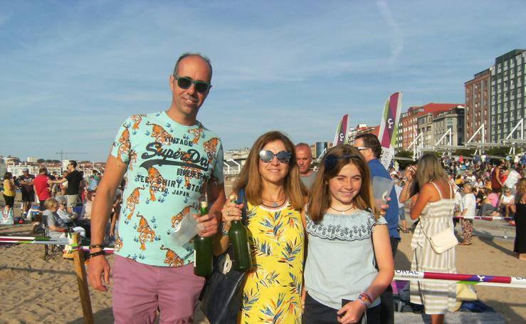 ¿Estuviste en el récord mundial de escanciado de sidra de Gijón? ¡Búscate! (2)