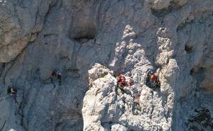 Espectacular imagen de un rescate en el Urriellu