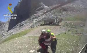 La Guardia Civil rescata a una mujer con una pierna rota en la Vega del Urriellu