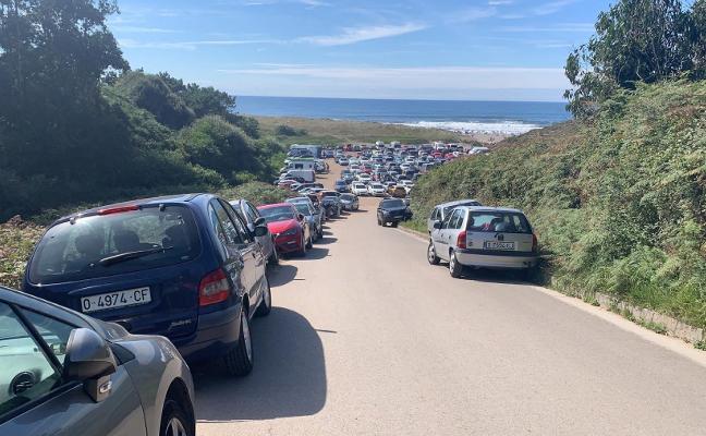 El Ayuntamiento de Castrillón busca zonas de aparcamiento alternativas en los principales arenales
