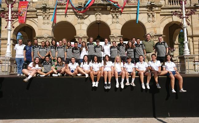 El Burela y el Rodiles Femenino son recibidos en el Ayuntamiento