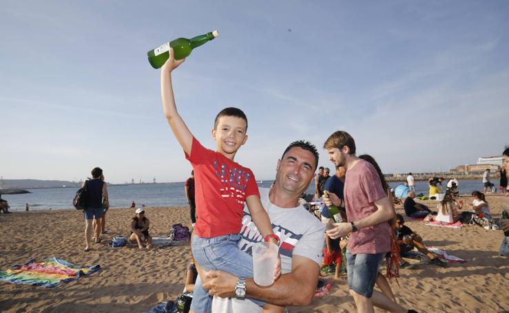 ¿Estuviste en el récord mundial de escanciado de sidra de Gijón? Búscate (5)