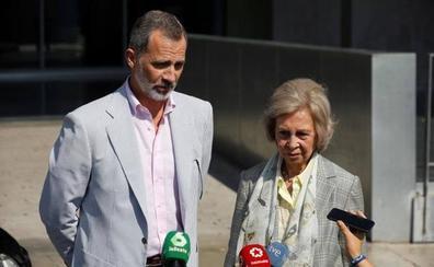 Felipe VI, tras la operación a don Juan Carlos: «Estamos muy contentos. Ha ido todo perfecto»