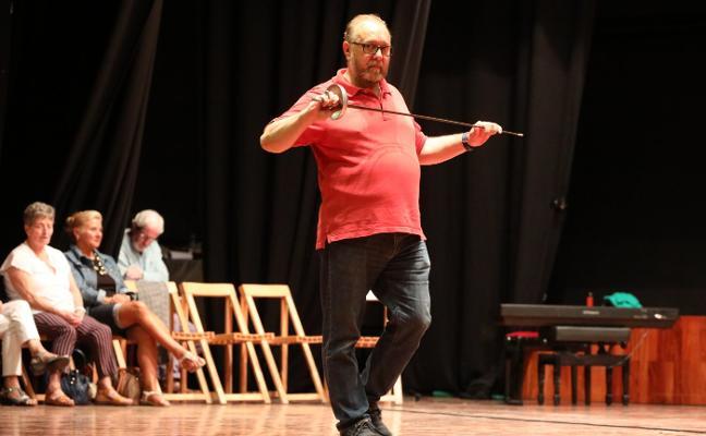 Pedro Menéndez alza esta noche la voz en quiosco del parque de Ferrera