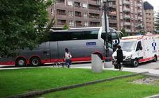 Herido de gravedad un ciclista en Oviedo tras ser atropellado por un autobús