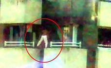 El Principado investiga el entorno de los niños que saltaban entre balcones en Gijón