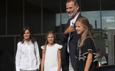 La reina Sofía: «Don Juan Carlos está de muy buen humor y ya come filetes y de todo»