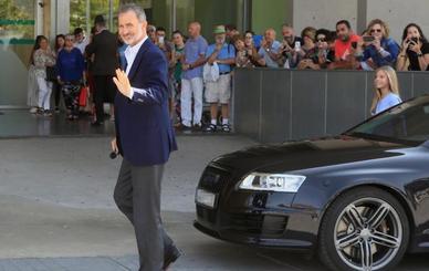 El Rey y la infanta Sofía visitan a don Juan Carlos en el hospital