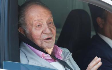 El Rey emérito abandona el hospital: «Tengo tuberías nuevas»
