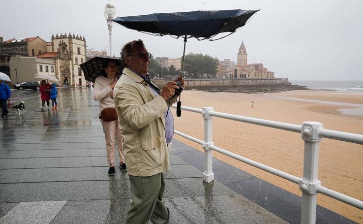 Temperaturas otoñales y de intensas lluvias en Asturias