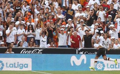 Dos penaltis marcados por Parejo dejaron los puntos en Mestalla