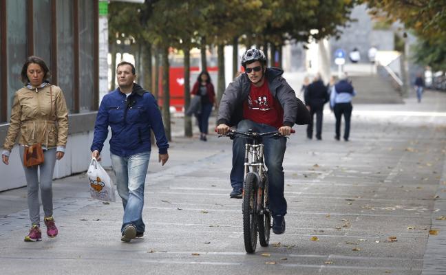 Movilidad retoma el plan para sacar de la acera el carril bici de Fomento