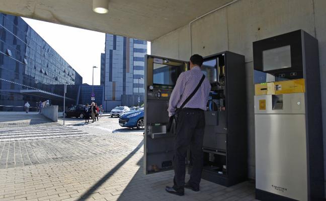 «Me cobraron 142 euros por cuatro horas en el aparcamiento del HUCA»