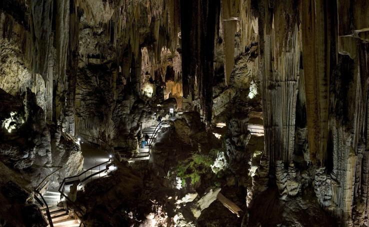 Las espectaculares cuevas que puedes visitar en España