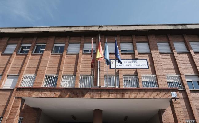 El Ayuntamiento instalará 'viseras' en colegios ante la caída de cascotes por su deterioro