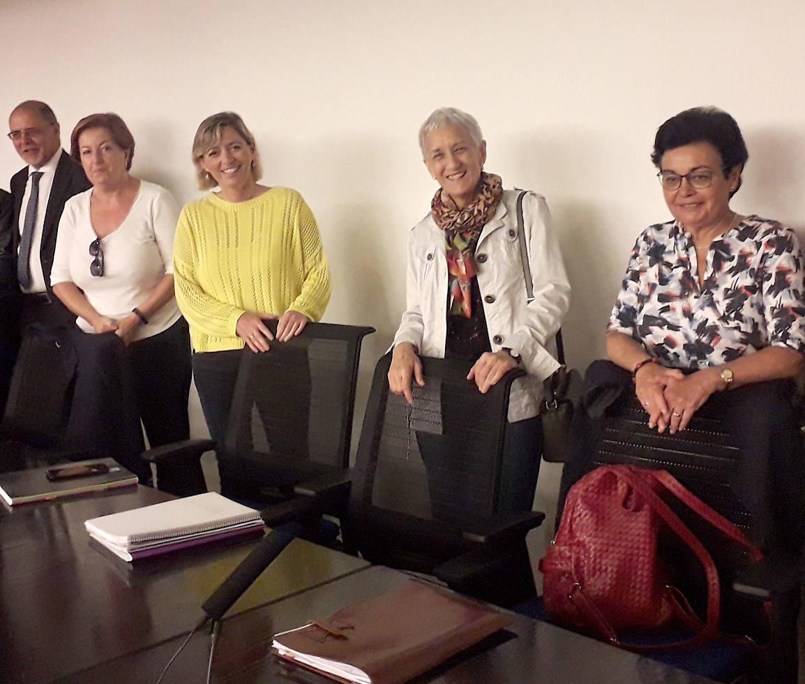 La consejera de Educación prepara el inicio del curso académico junto a directores de centros concertados
