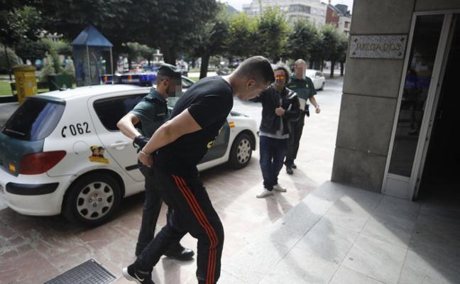 El conductor que arrolló a un guardia civil en Lena tenía una orden de arresto
