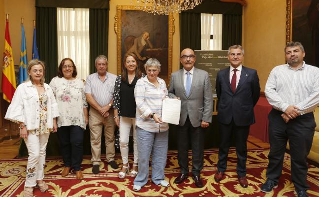 Adansi y la asociación vecinal ocuparán en un año las escuelas de Castiello