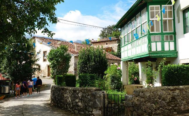 Rutas y tonada en el Día de Asturias