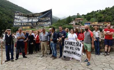 Medio centenar de vecinos de Carreña boicotean la presentación de los actos del Día de Asturias