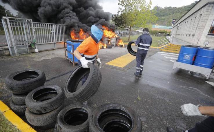 Protesta de la plantilla de Vesuvius de Langreo