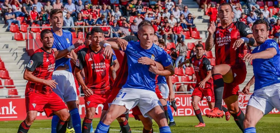 Otra cruel derrota deja al Oviedo colista (2-1)
