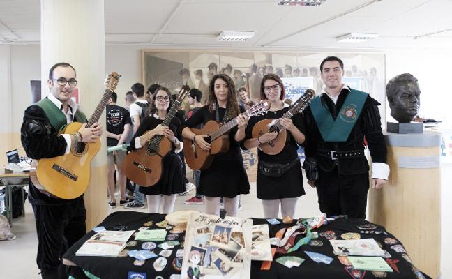 La tuna femenina de la Universidad de Oviedo da la nota en el nuevo curso
