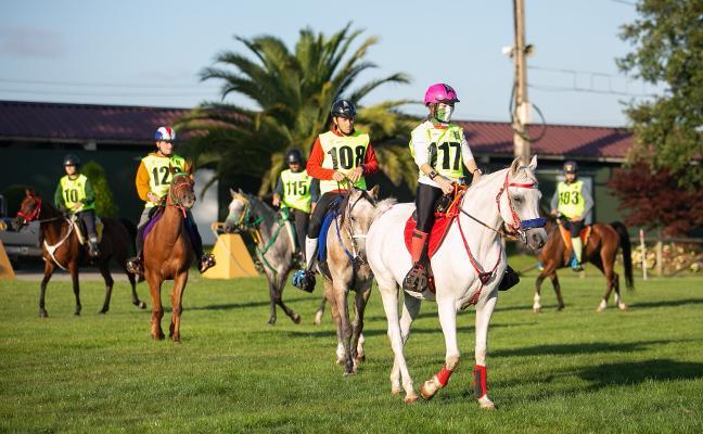 80 kilómetros a caballo en la IV Raid Arabian celebrada en Llanera
