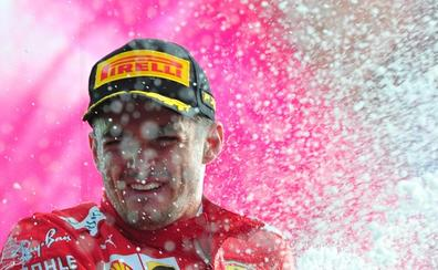 Leclerc sube a los altares de Ferrari