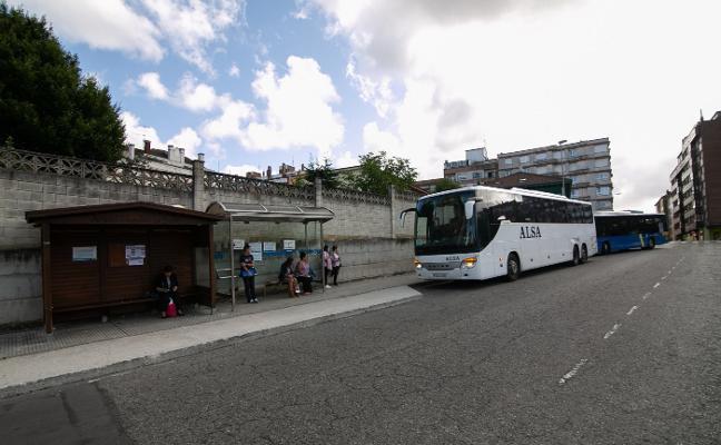Los viajeros polesos llevan casi un año sin aseos por la obra de la estación de autobús