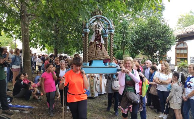 Ofrendas para la Virgen de Lugás