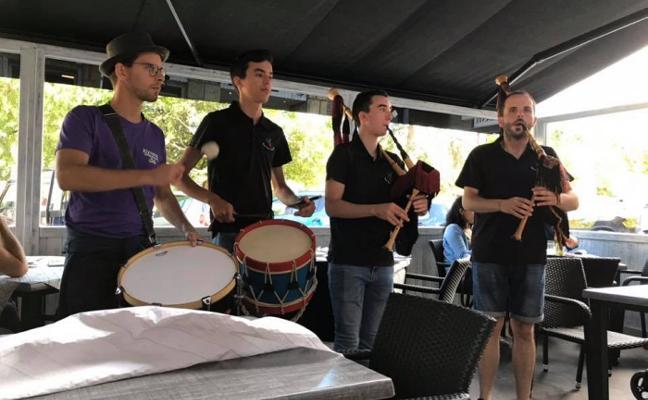 El festival de la Gaita cierra con tonada y música en los chigres
