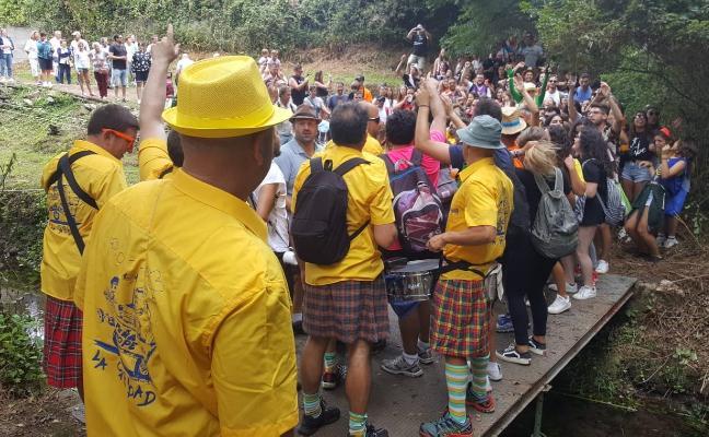 Cientos de romeros llenan de color la alameda de Porcía