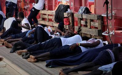 El rescate de 50 migrantes en el Mediterráneo somete a la prueba del algodón al nuevo Gobierno italiano