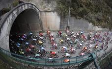 La etapa 16 de la Vuelta a España entre Pravia y el Alto de la Cubilla, en imágenes