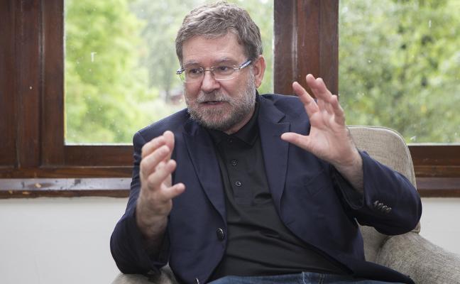 Juan Fueyo: «Rechazar las donaciones de Amancio Ortega es una tontería subida de tono»