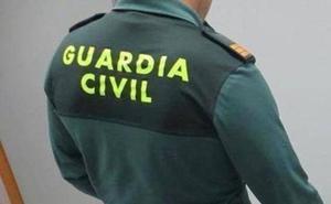 La Guardia Civil urge medidas para evitar aparcar en Bayas