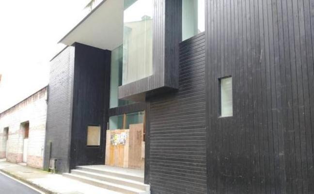 El Principado estudiará ubicar el Museo del Calamar en el cine Goya de Luarca