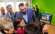 Adrián Barbón inaugura el curso escolar en Villayón